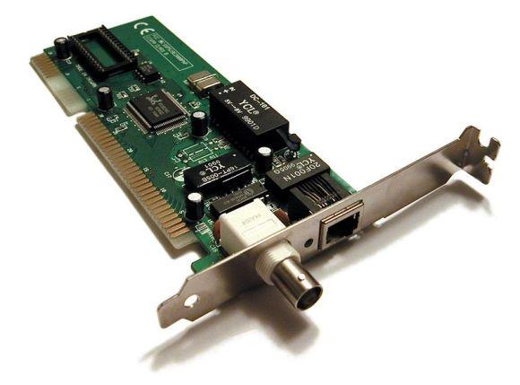 Bentuk dari Kartu Jaringan atau ethernet card yang dilekatkan pada PC/Komputer (sumber:wikipedia)