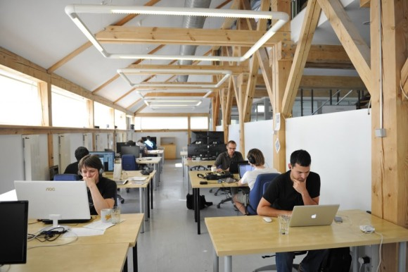 coworking space (sumber:romania-insider.com)